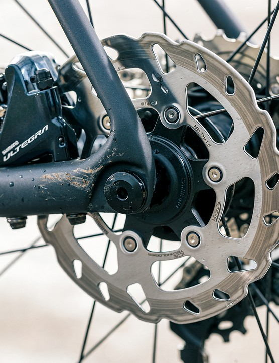 The Giant TCR Advanced 1+ Disc is equipped with Shimano Ultegra mech and shifters