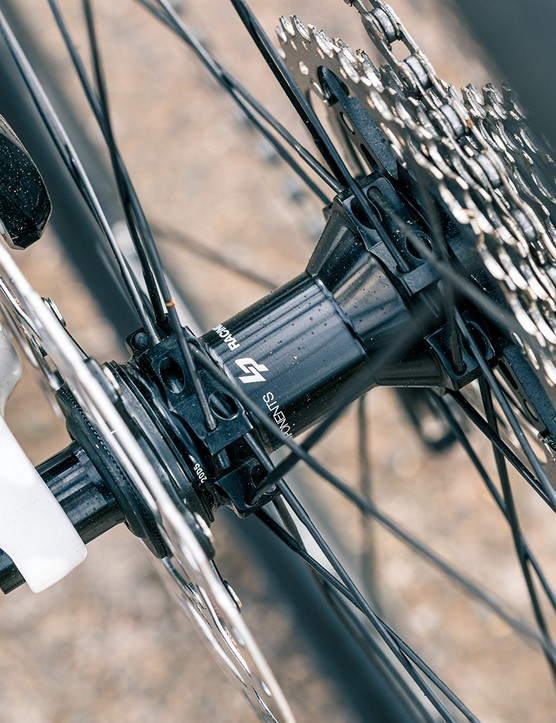 The Lapierre Xelius SL Disc 5.0 is equipped with Mavic Open disc rims on Lapierre hubs