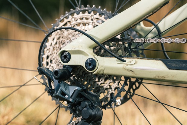 The Privateer 141 SLX XT full suspension mountain bike is equipped with a mixed SLX and XT groupset