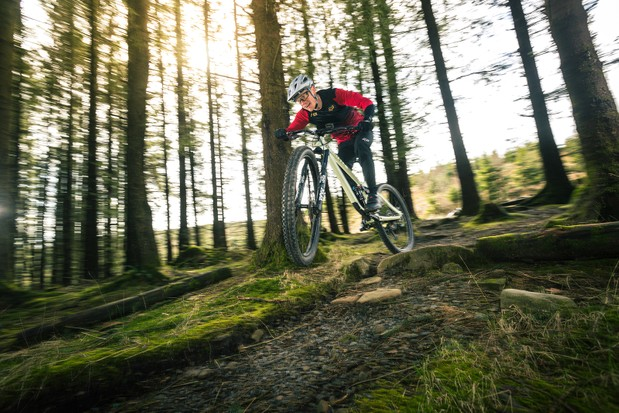 Male cyclist in red top riding the Privateer 141 SLX XT
