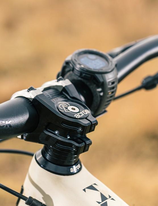SixPack Millennium stem and bar on the Propain Hugene Custom full suspension mountain bike