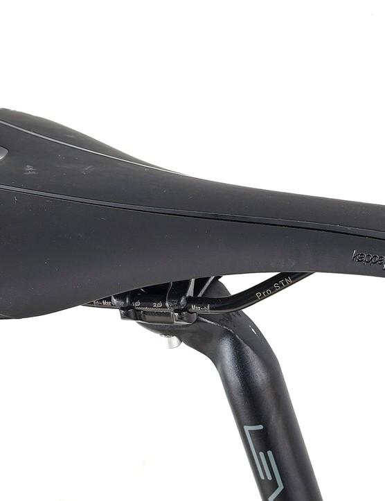 Prologo Kappa saddle sitting on a Level 1 6061 alloy post on the Ribble Endurance 725 Disc – Base road bike