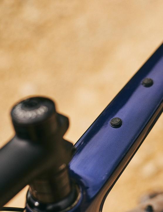 Salsa Warbird Carbon GRX 600 has mounts for Salsa's top-tube bag