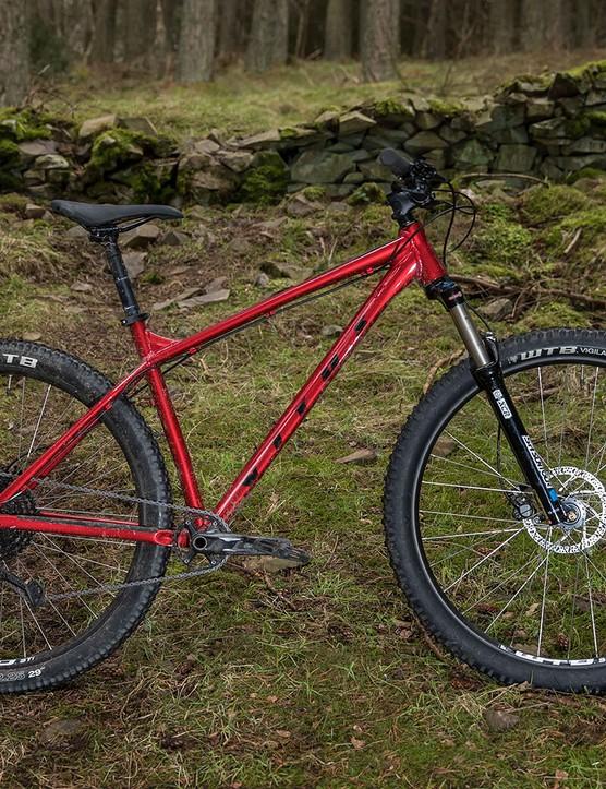 Pack shot of the Vitus Nucleus 29 VRS hardtail mountain bike