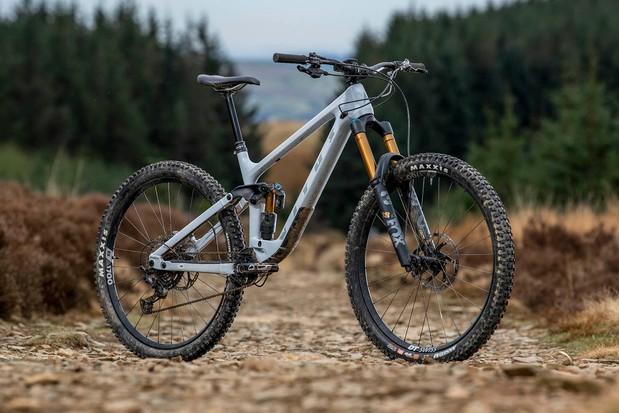 Pack shot of the Vitus Sommet CRX 29 full suspension mountain bike