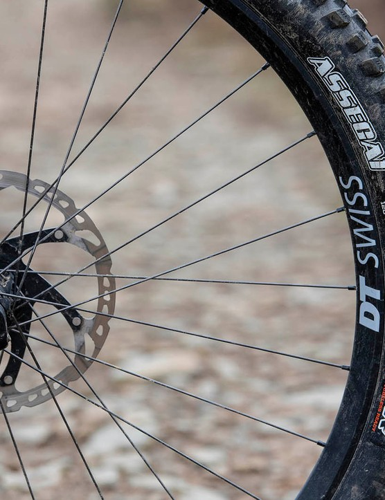 The Vitus Sommet CRX 29 full suspension mountain bike is equipped with Maxxis tyres
