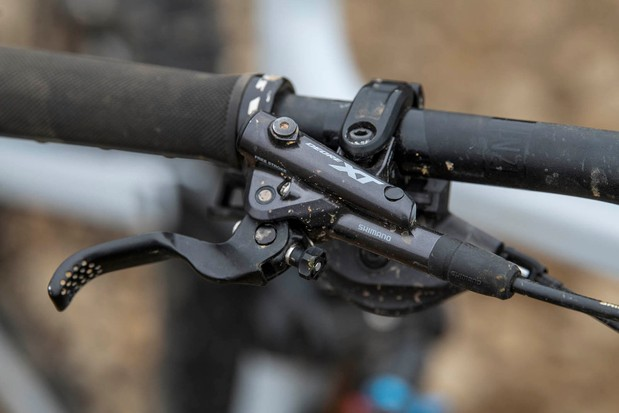 The Vitus Sommet CRX 29 full suspension mountain bike is equipped with Shimano XT brakes