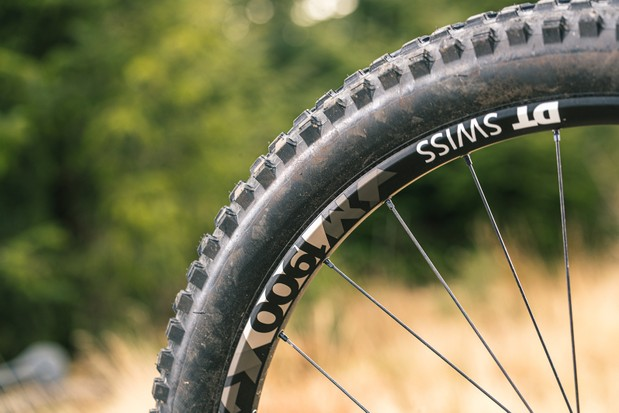 YT Jeffsy Blaze full suspension mountain bike is equipped with a DT Swiss M1900 wheelset