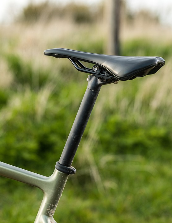 Boardman 27.2 alloy post with Prologo Akero AGX saddle on the Boardman ADV 9.0 gravel bike