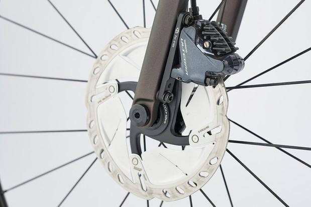 Shimano Ultegra hydraulic disc brakes on the Giant TCR Advanced Pro 1 Disc road bike