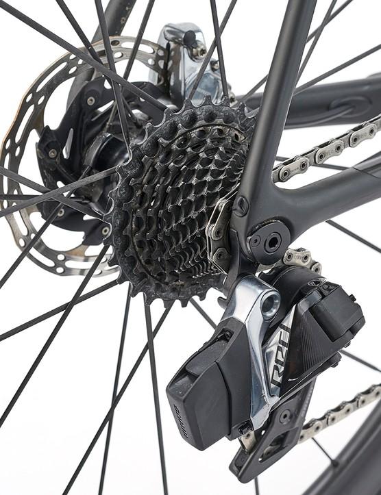 Gears on the Giant TCR Advanced SL0 Disc road bike