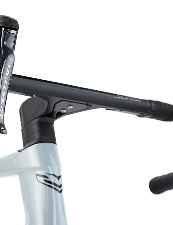 Supra Combo Integrale carbon one-piece bar/stem on the Sensa Guilia GF Ultegra Di2 road bike