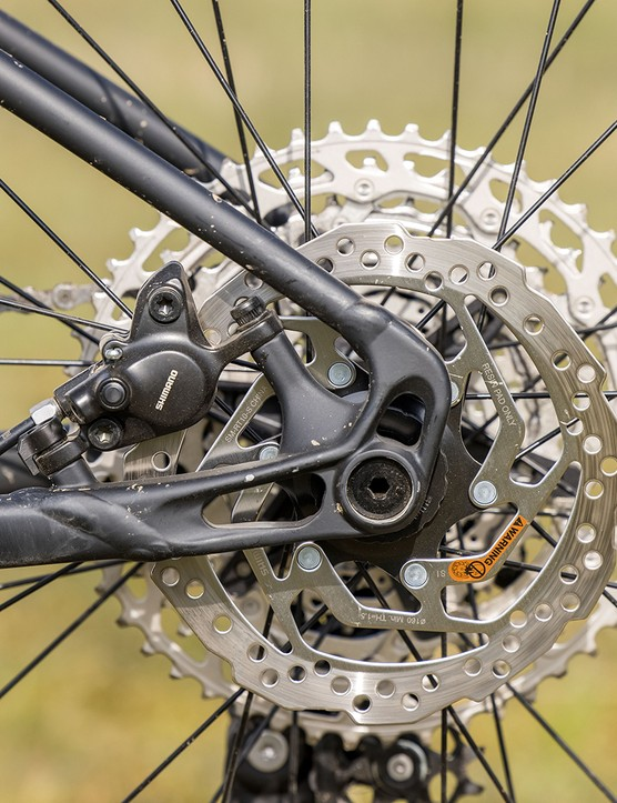 Shimano MT200 brakes on the Specialized Fuse 275 hardtail mountain bike