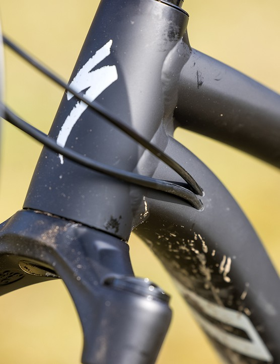 Internal cabling on the Specialized Fuse 275 hardtail mountain bike