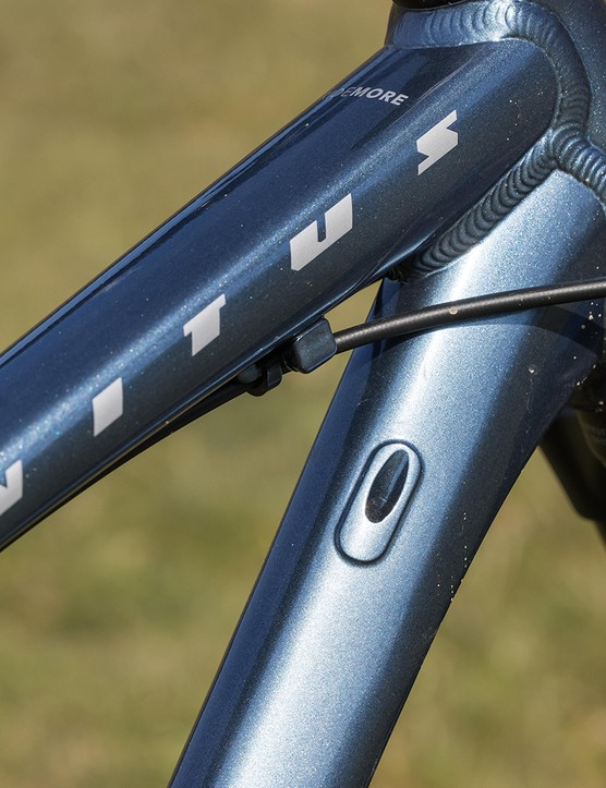 Cabling on the Vitus Sentier 27 hardtail mountain bike