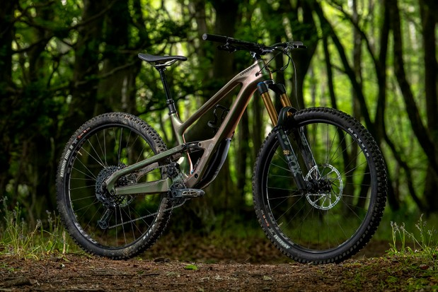 Pack shot of the Cannondale Jekyll full suspension mountain bike