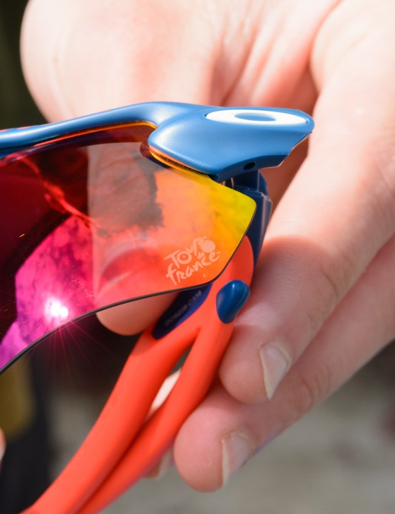 Multi-coloured reflective lens