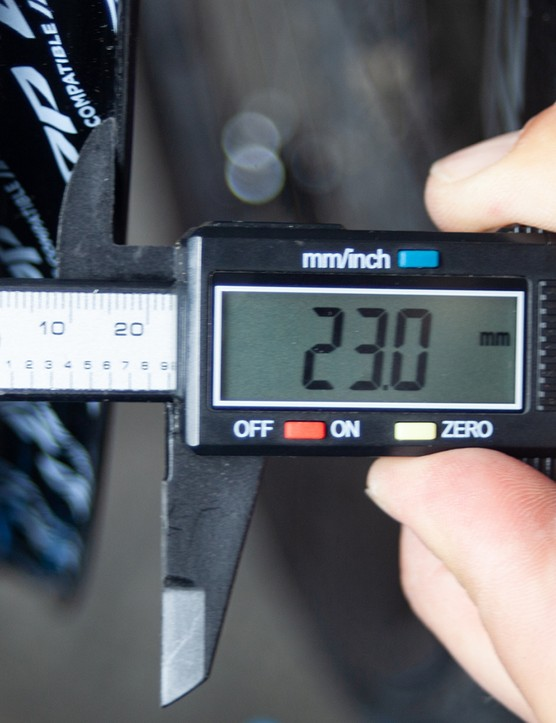 The 404 rim has a 23mm internal width, which Zipp say is optimal for 25mm wide tyres.