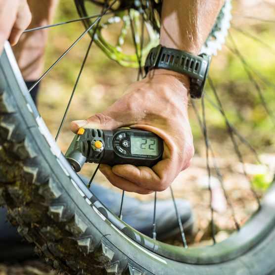 Mountain bike tyre pressure, pressure gauge 22 PSI