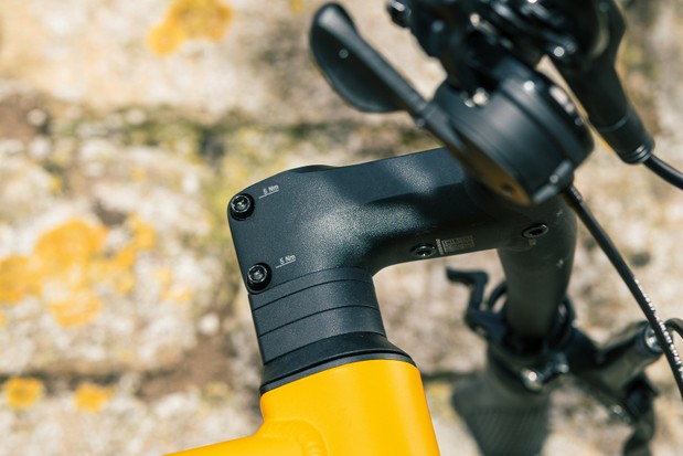 The Canyon Commuter 7 committing bike has a one-piece Canyon alloy CP16 Cockpit