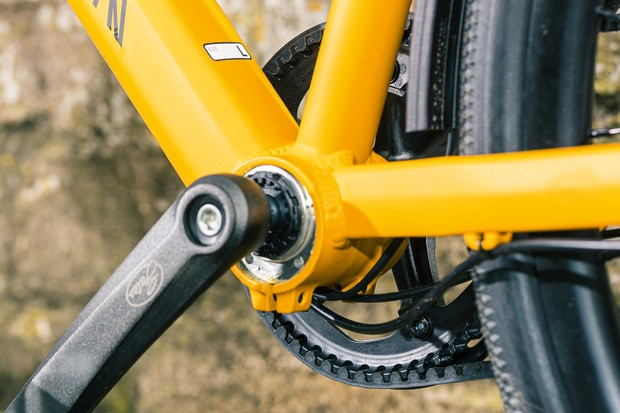 Thun BSA Zumba Jis bottom bracket on the Canyon Commuter 7 bike