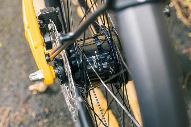 Shimano S7001 rear hub on the Canyon Commuter 7 bike