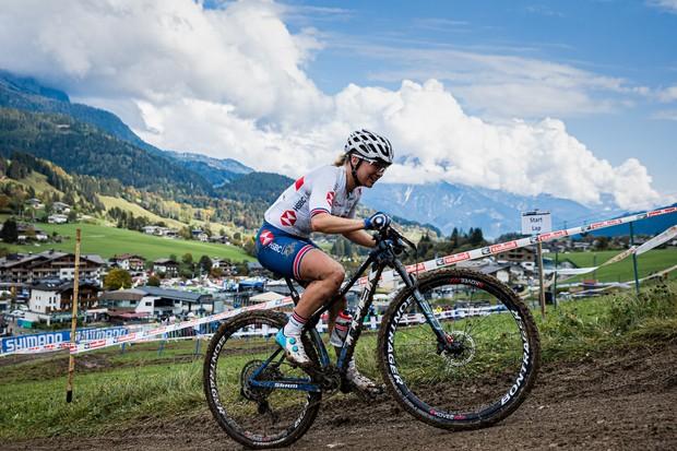 Evie Richards sur la course de cross-country élite féminine XCO aux Championnats du Monde Mountain Bike UCI 2020