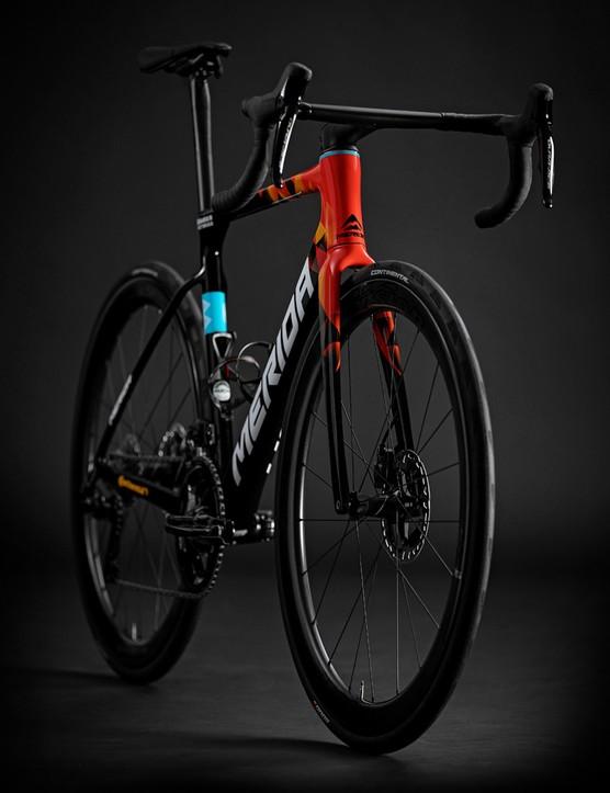 Pack shot of the Merida Scultura Team road bike