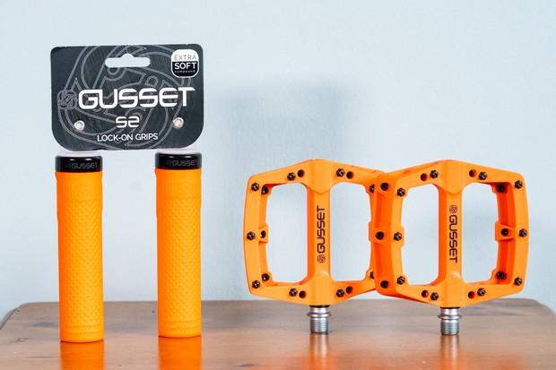 Gusset S2 Lock-On MTB grips and Slim Jim Nylon MTB pedals
