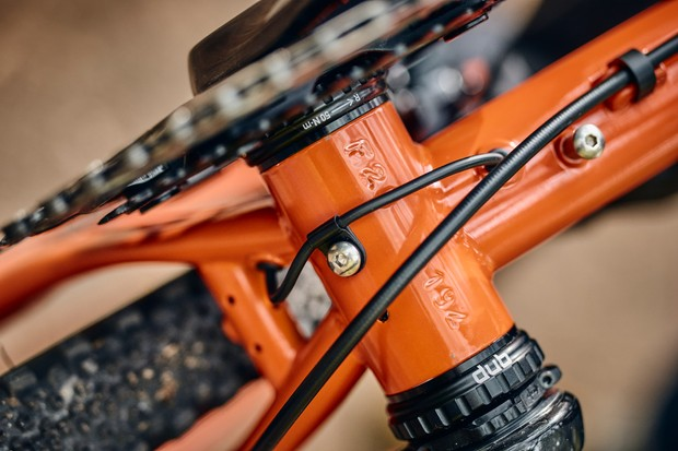 Rear dynamo light cable routing