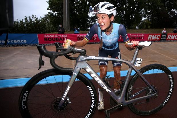 Lizzie Deignan wins Paris-Roubaix Women