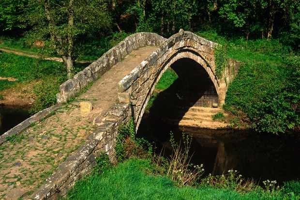 Stone bridge crossing the River Esk in North Yorkshire/Credit: Getty Images