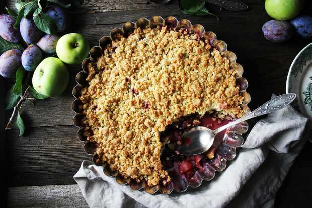 Apple and blackberry crumble (Photo by: lenalapshina via Getty Images)