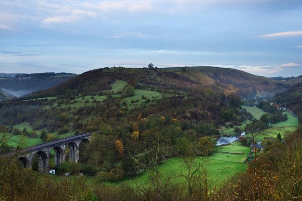 This walk takes you through the River Wye's twisting, wooded gorge, deep in the White Peak ©Getty
