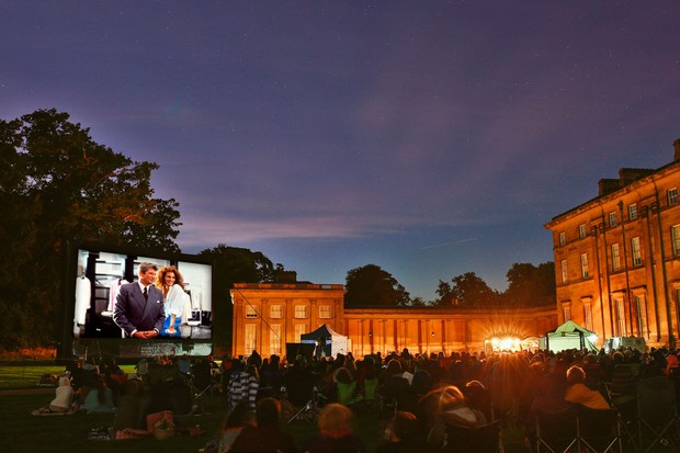 people watching Pretty Woman at an outdoor cinema (Photo by: Getty Images)
