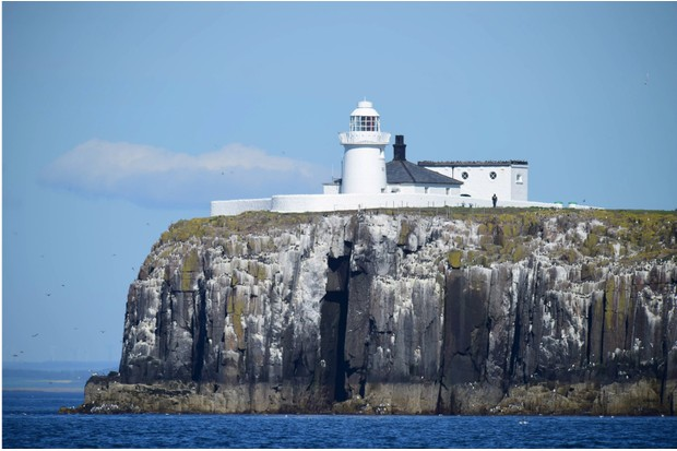 Approaching20inner20Farne20lighthouse.20Credit20Paul20Kingston20and20NNP-e31c6fb