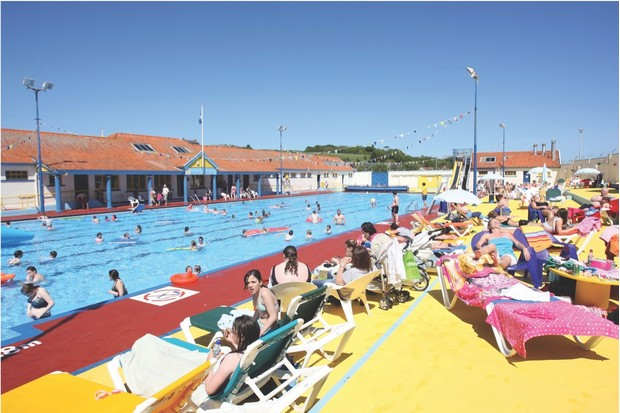 BBHK3E The historic open air swimming pool at Stonehaven, Aberdeenshire, Scotland, UK, which uses heated sea water from the North Sea