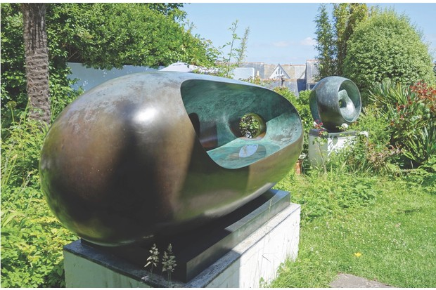 DA8A23 Sculptures in the garden of the Barbara Hepworth museum, St.Ives, Cornwall, UK. Image shot 2013. Exact date unknown.