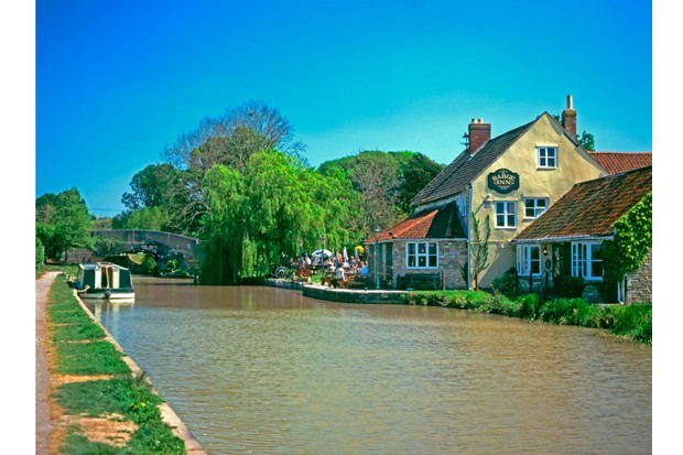 A view across the Kennet and Avon canal to the Barge inn near Melksham.