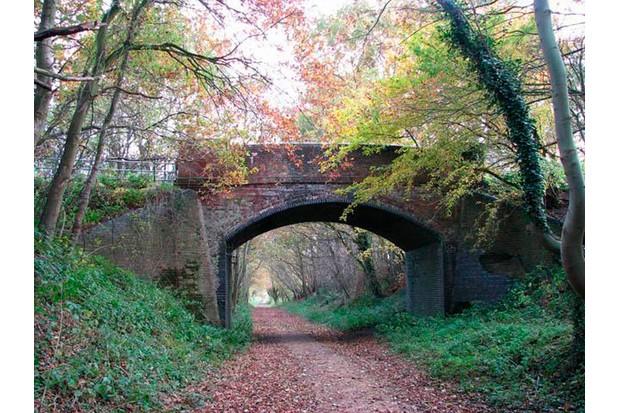 Bridge_over_the_Marriott27s_Way_-_geograph.org_.uk_-_1043958-6d65511