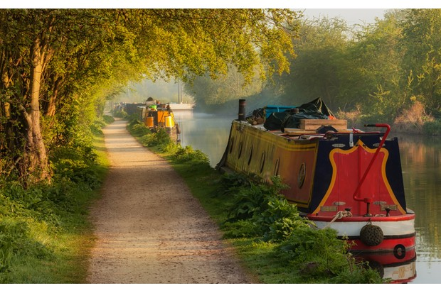 Canal-boat-867638200-0cefe10