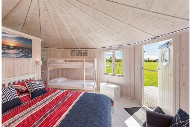 Coastl-Cabins-interiorjpg-82096b1