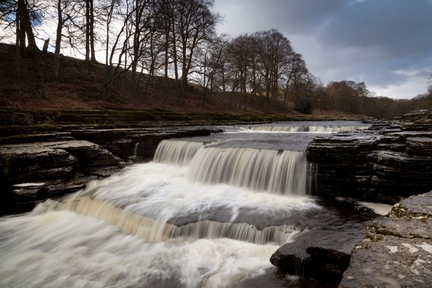 The River Ure flows over the Lower Falls of Aysgarth Falls, Wensleydale, Yorkshire, England
