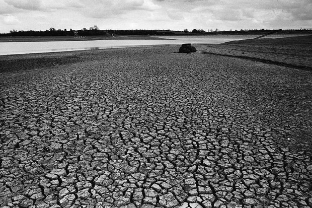 July 1976:  The results of the drought of 1976, the worst drought for over a hundred years. This was the reservoir at Pitsford near Northampton, twenty feet below its normal level for the time of year.  (Photo by Wesley/Keystone/Getty Images)