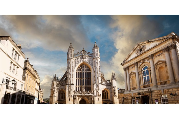 The Abbey Church of Saint Peter and Saint Paul and the Roman baths (on the right) in Bath, Somerset, UK