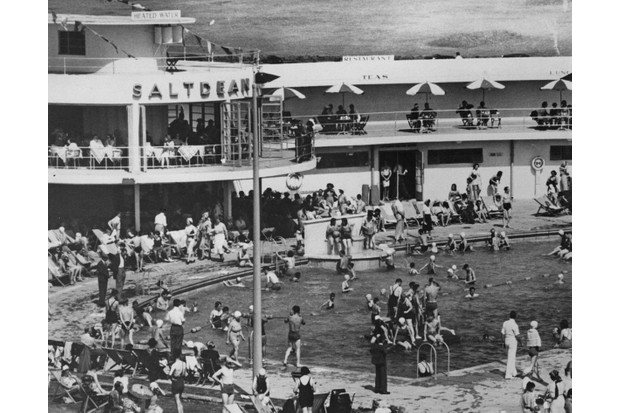 Saltdean Lido in black and white