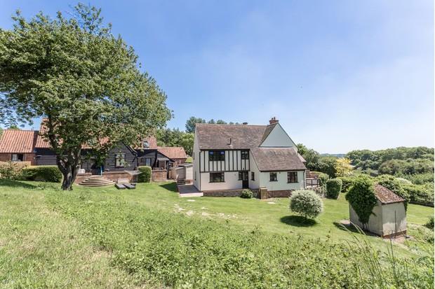 Gladwins-view-towards-farmhouse-dc27300