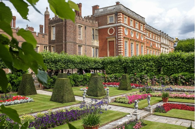 Hampton-Court-Palace-and-gardens-8457d86