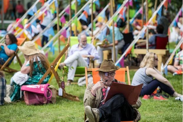 Hay-Festival-audience-5b37ecd