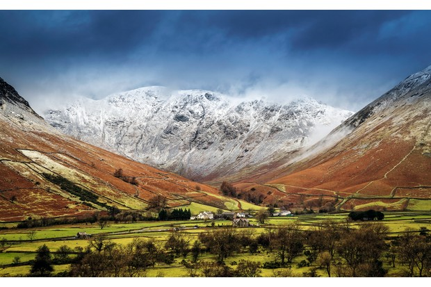Above the Wasdale Inn rises Wasdale Fell, a favourite with trail runners